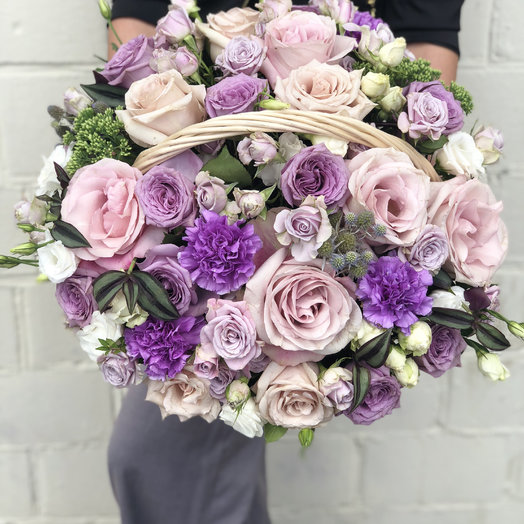 Нежно сиреневая корзина: букеты цветов на заказ Flowwow