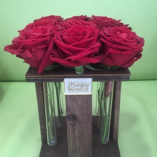 9 красных роз в пробирках