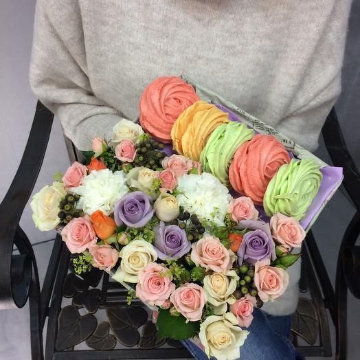 Коробочка с цветами и безе: букеты цветов на заказ Flowwow