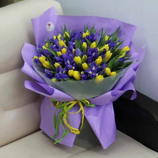 101 желтый тюльпан и синий ирис: букеты цветов на заказ Flowwow