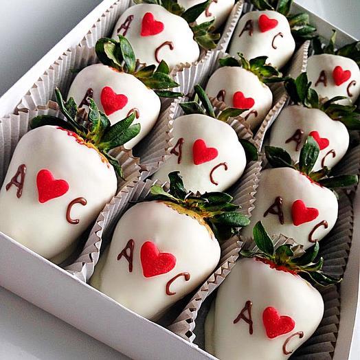 Я+Ты=любовь (клубника в шоколаде): букеты цветов на заказ Flowwow
