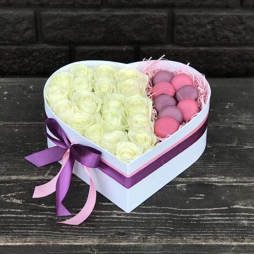Сердце и макаруны: букеты цветов на заказ Flowwow