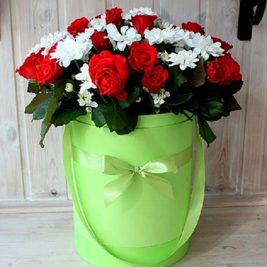 """Коробка с розами и хризантемами""""Хорошее настроение!"""": букеты цветов на заказ Flowwow"""