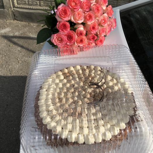 Розы + торт: букеты цветов на заказ Flowwow
