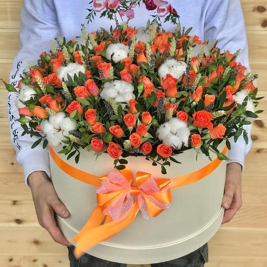Коробка XXL с цветами. Кустовые розы. Хлопок. Пшеница. N470