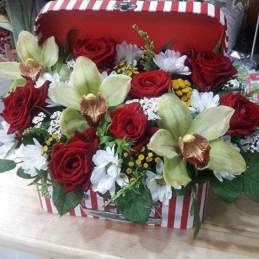 Чумаданчик: букеты цветов на заказ Flowwow