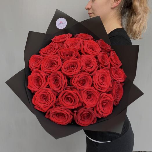 Классический моно букет из 25 роз Red Naomi: букеты цветов на заказ Flowwow