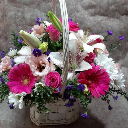 Корзина с лилиями и герберами