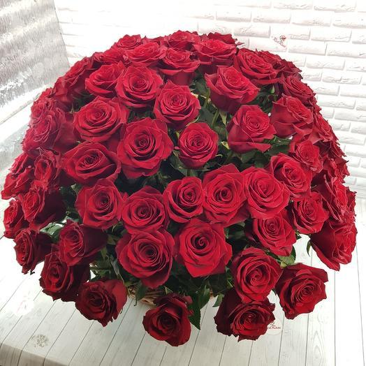 Корзина из 101 Эквадорский роза: букеты цветов на заказ Flowwow