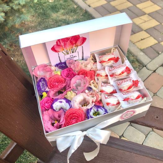Коробка с цветами и конфетами «Charm»