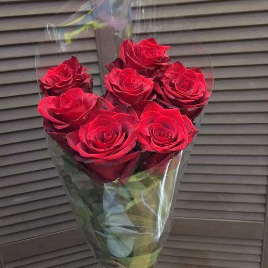 7 эквадорских роз 80 см в оформление