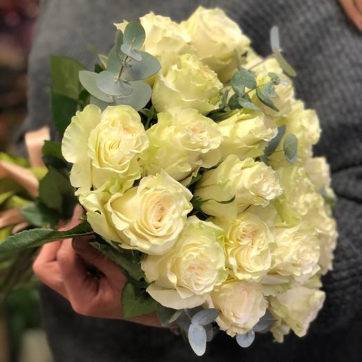 21 белая роза с эвкалиптом для тебя