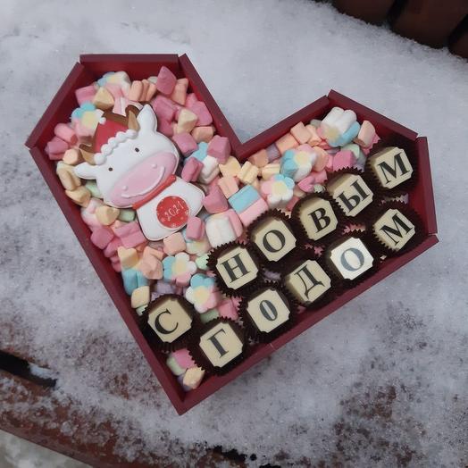 """Композиция из маршмеллоу, шоколада и пряника """"С Новым Годом!"""""""