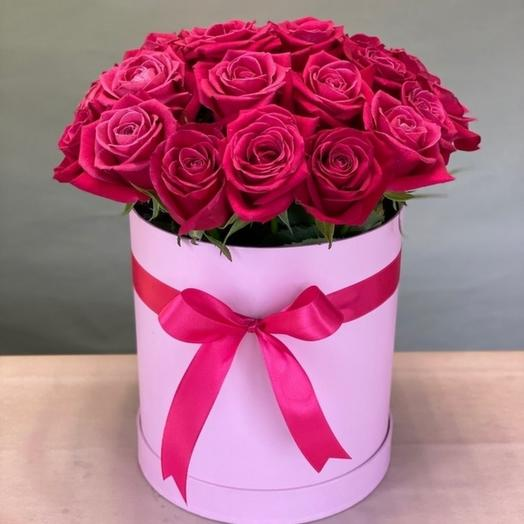 Композиция из роз в шляпной коробке