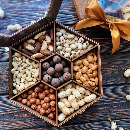 Подарочный набор с орехами «King Nut Box»