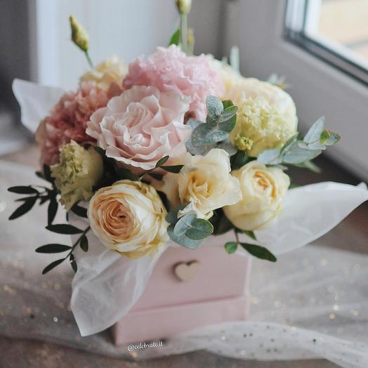 Цветы в нежной коробочке