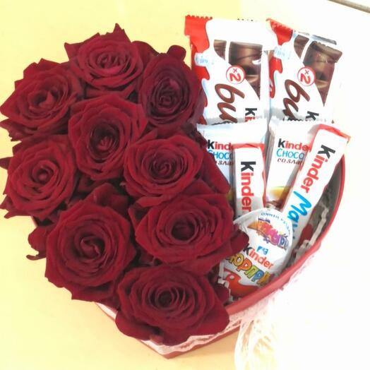 Розы в коробке сердце с киндер шоколадом