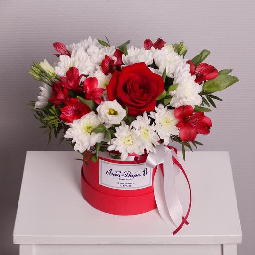 Цветы в коробке «Дари-Люби»