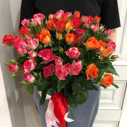 Розы кустовые 11 штук микс