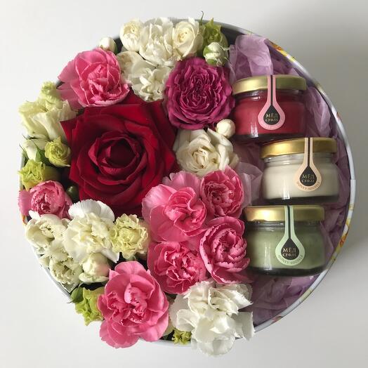 Цветы в коробке и мёд-суфле 😋
