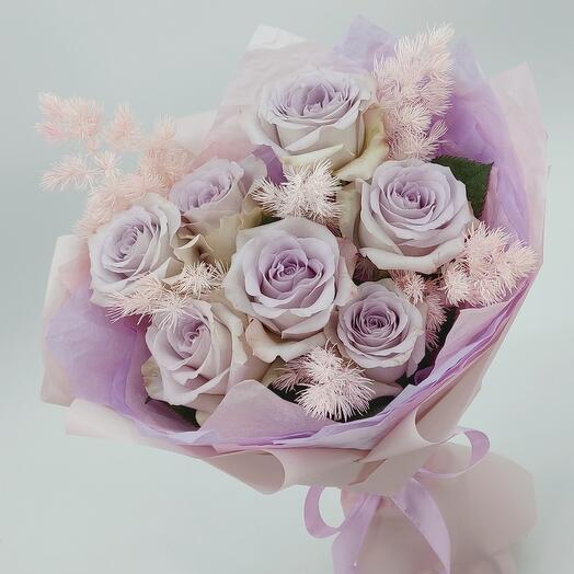 Пудровая нежность: 7 роз