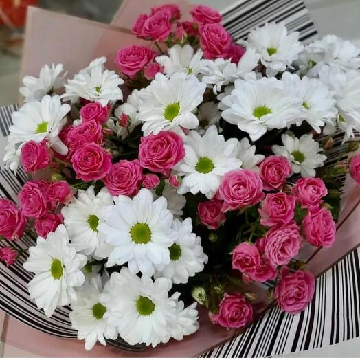 Букет с кустовой розой
