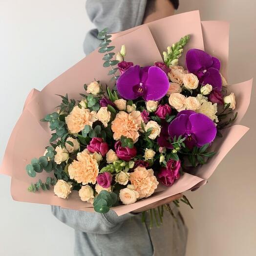 Большой букет цветов «.mE»