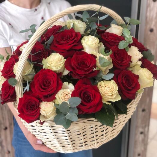 Корзина с 51 розой Эквадор