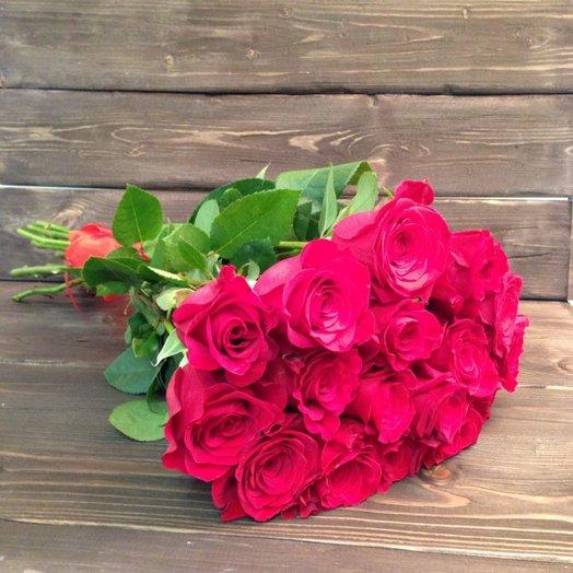 Букет 17 алых роз: букеты цветов на заказ Flowwow