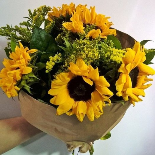 Летний букет из подсолнухов: букеты цветов на заказ Flowwow