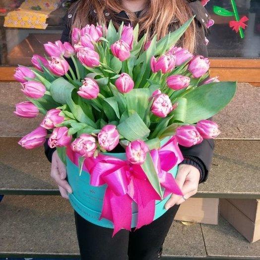 Тюльпаны в шляпной коробке: букеты цветов на заказ Flowwow