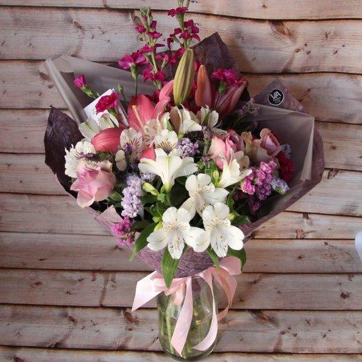 Лилия, розы, маттиола  : букеты цветов на заказ Flowwow