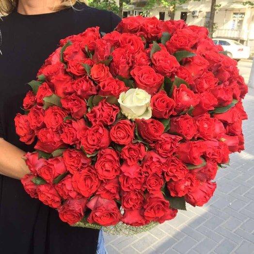 Букет из 101 местной розы: букеты цветов на заказ Flowwow