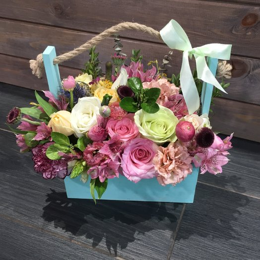 Композиция в ящичке: букеты цветов на заказ Flowwow