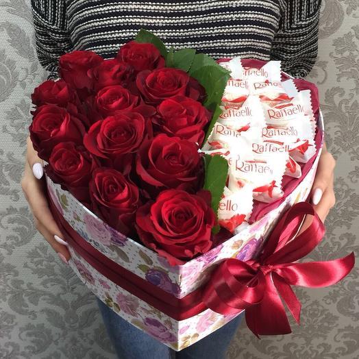 Сердце с конфетами Рафаэлло: букеты цветов на заказ Flowwow