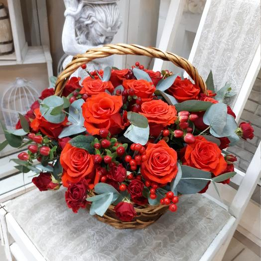 "Корзина с розами ""Алые розы"": букеты цветов на заказ Flowwow"