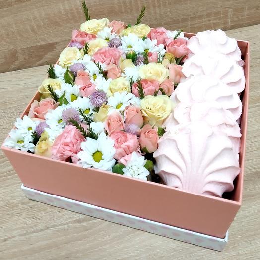 Коробка с цветами и зефиром: букеты цветов на заказ Flowwow