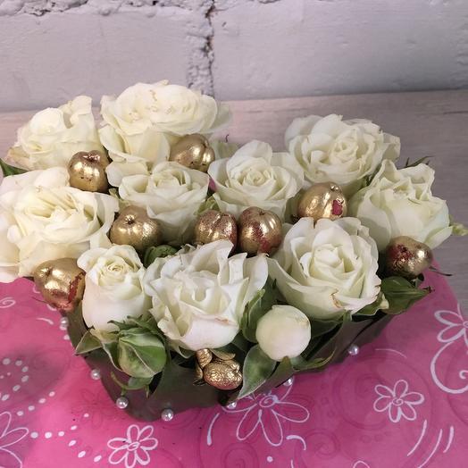 Сердечко из белых розочек: букеты цветов на заказ Flowwow