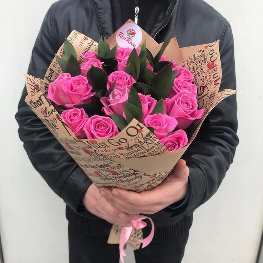 19 Розовых роз с Зеленью: букеты цветов на заказ Flowwow