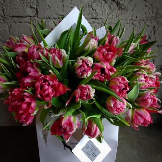 Пионовидные тюльпаны / 49шт. / в фирменном пакете La Tulipe: букеты цветов на заказ Flowwow