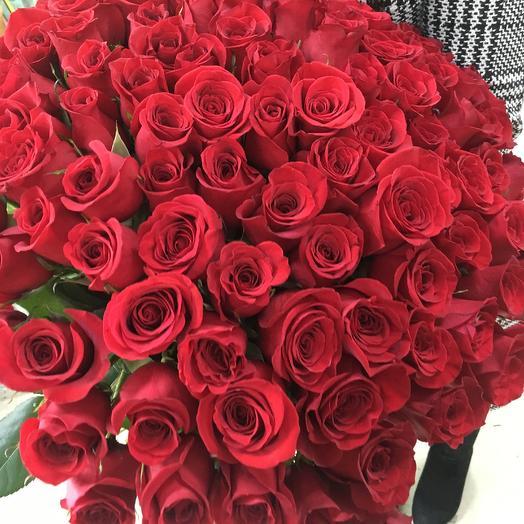 101 красная роза Эквадор: букеты цветов на заказ Flowwow