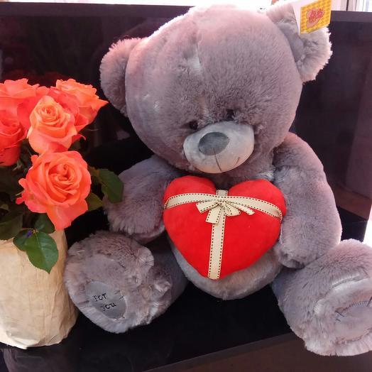 Серый медведь с сердцем