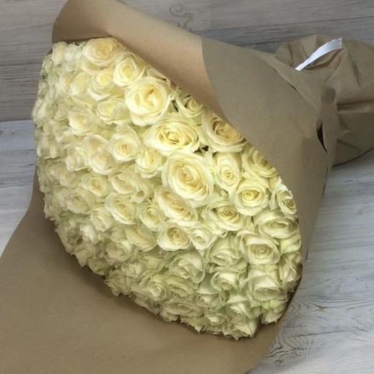 101 белая роза Премиум в Крафте: букеты цветов на заказ Flowwow