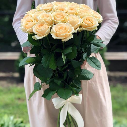 Букет 21 персиковая роза