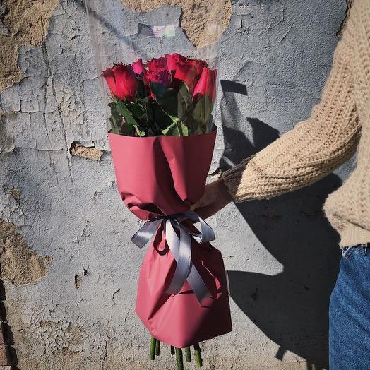 БУКЕТ ИЗ 9 КРАСНЫХ РОЗ В МАТОВОЙ УПАКОВКЕ: букеты цветов на заказ Flowwow