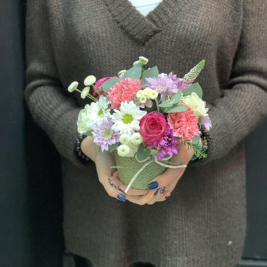 Стаканчик с сезонными цветами: букеты цветов на заказ Flowwow