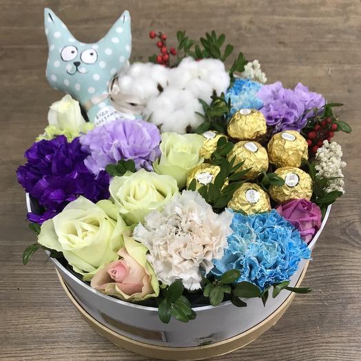 Милая коробка с игрушкой: букеты цветов на заказ Flowwow