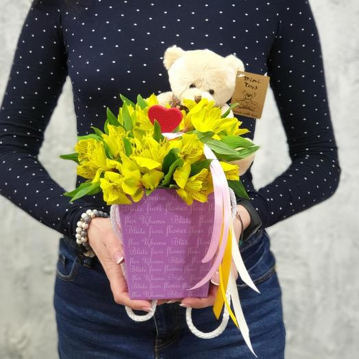 Гармоничная композиция из альстромерии и медвежонка Моя Душа: букеты цветов на заказ Flowwow