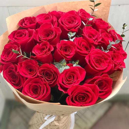 Роскошный букет из 25 высоких крупных роз