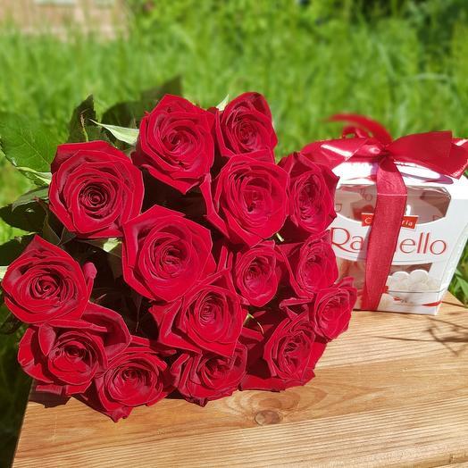 Monobucket of 15 red roses and Raffaello